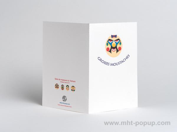 Carte pop-up Masques du Vietnam, modèle Grosses moustaches, dos de la carte ouverte