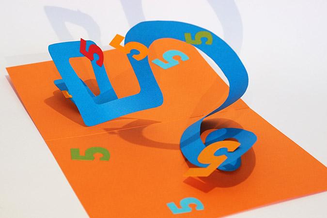 Atelier pop-up autour de la spirale en 8. Version combinant un rectangle et un cercle et formant le chiffre 5