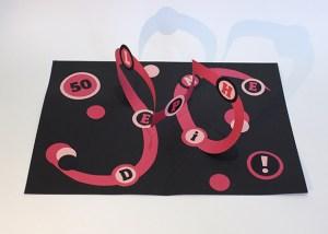 Carte pop-up en spirales combinées personnalisée pour un anniversaire, vue de face