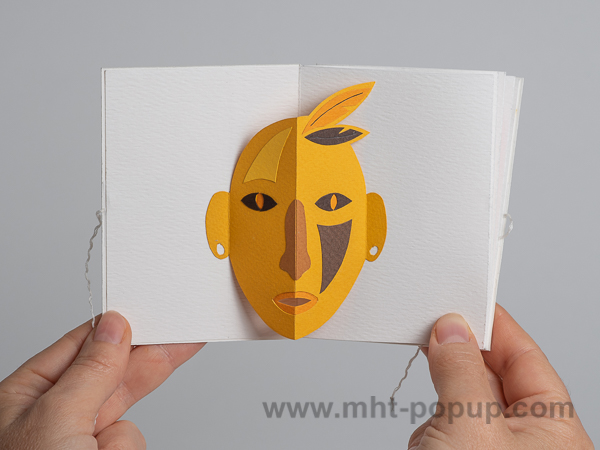 Prototype de livre-objet accordéon Masques pop-up, Indien jaune