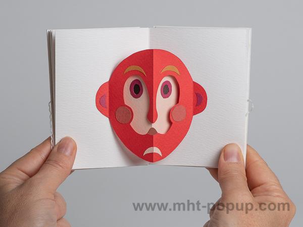 Prototype de livre-objet accordéon Masques pop-up, double masque rouge