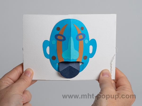 Prototype de livre-objet accordéon Masques pop-up, tire-la-langue, bleu