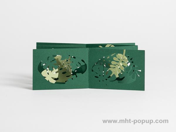 Livre d'artiste double accordéons croisés Jungle, vue de face du livre déplié dans la largeur