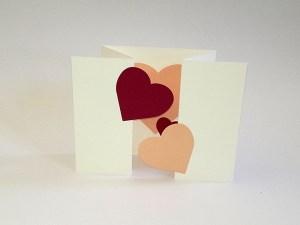 Carte à volets en accordéon, motifs ginkgos et cœurs, vue d'ensemble