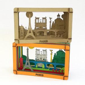 Dioramas avec éléments du patrimoine de Paris (Tour Eiffel, Notre Dame, Tuileries, Bastille, Buttes Chaumont, Seine, colonne Morris), à monter soi-même. Vue d'ensemble