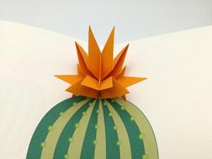 Carte pop-up Fleur de cactus, modèle étoile orange, détail de la fleur