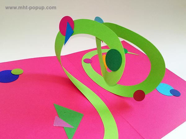 Carte pop-up Spirale motifs abstraits, rose-vert, détail de la spirale. Pièce unique signée