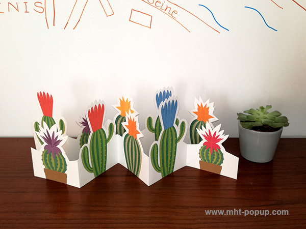 Frise Fleur de cactus, 5 panneaux découpés, 2 frises dépliées mises en espace