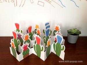 Frise Fleur de cactus, 5 panneaux découpés, 4 frises dépliées mises en espace