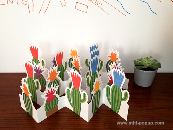 Frise Fleur de cactus avec 5 panneaux découpés et pliés, lot des 4 frises dépliées mises en espace.
