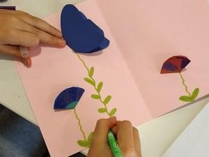 Atelier carte avec fleurs en kirigami et pop-up