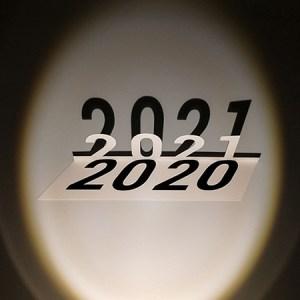 Voeux MHT Popup 2021, papier découpé dans un oval de lumière, de face