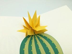 Carte pop-up Fleur de cactus, modèle étoile jaune, détail de la fleur