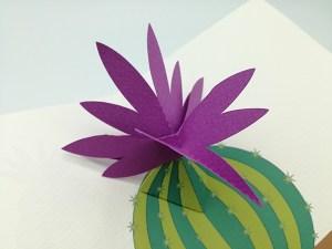 Carte pop-up Fleur de cactus, modèle orchidée violette, détail de la fleur