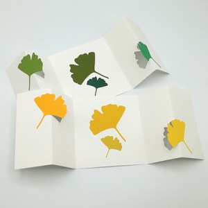 Carte à volets, motifs ginkgos, vue d'ensemble de 2 variantes en jaune et vert