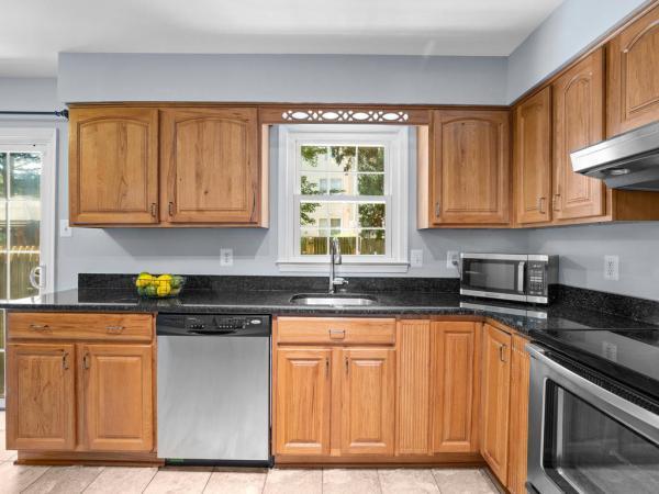 Photo of 12242 Cinnamon St, Woodbridge, VA 22192