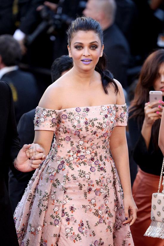 Aishwarya-Rai-Cannes-Film-Festival-2016-Red-Carpet-Fashion-Rami-Kadi-Couture-Tom-Lorenzo-Site-6