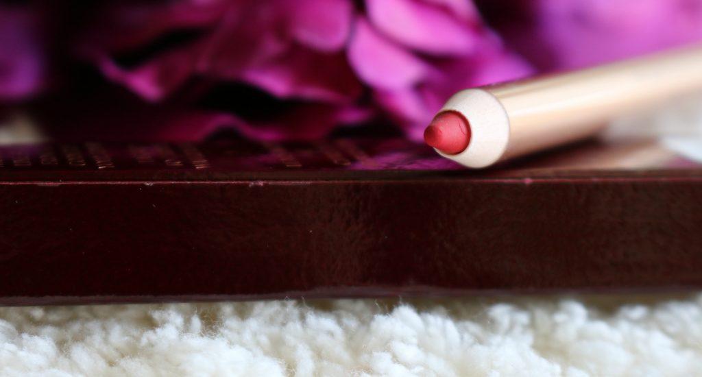 Charlotte Tilbury Lip Cheat Kiss And Tell Lipliner swatch