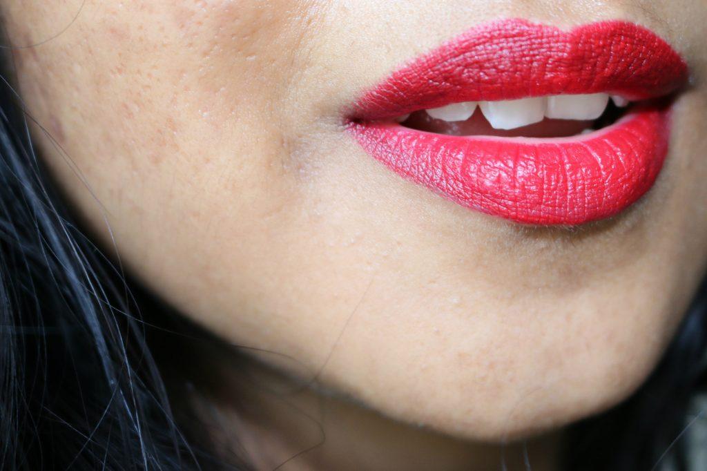 Charlotte Tilbury Lip Cheat Kiss And Tell swatch