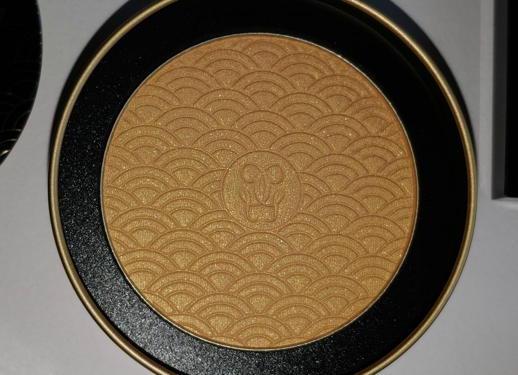 guerlain terracotta gold light bronzing powder,terracotta gold light,guerlain gold light highlighter, guerlain gold bronzer,guerlain gold highlighterguerlain holiday 2017 collection,guerlain 2017 holiday terracotta gold light gold bronzing powder, fenty beauty trophy wife highlighter dupe,guerlain terracotta gold light gold bronzing powder swatches, buy guerlaim makeup, guerlain holiday, guerlain highlighters