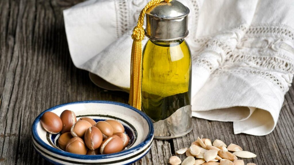 argan oil benefits for skin and hair,  how to use argan oil, everything about argan oil for skin, argan oil for face, argan oil for skin lightening, argan oil as a moisturizer, argan oil how to use