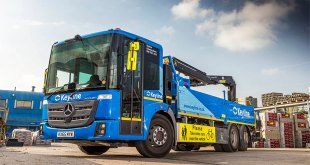 Mercedes-Benz Econic crane truck holds the Key to safety in the city