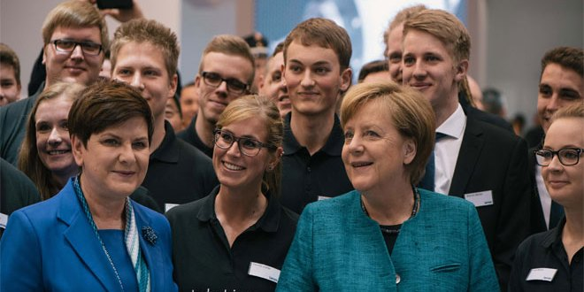 Lenze demonstrates smart factory technology to Germany's Chancellor Merkel at Hannover Messe