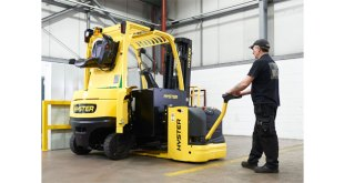 New side battery exchange for Hyster electric trucks