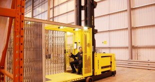 Hyster HOW TO HANDLE BULKY LOADS AT HEIGHT