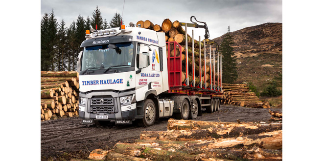 Renault trucks range t520 tag axles are logs on favorite with WD & A Haley