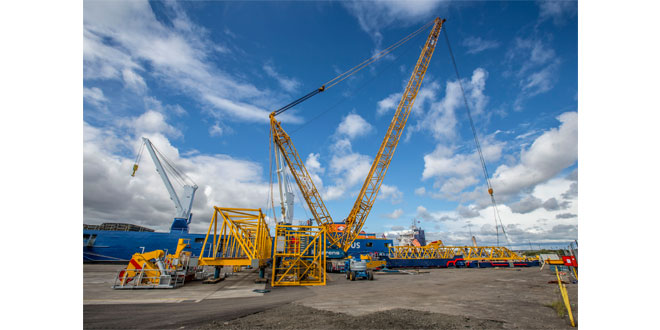 NEW SHIP TO SHORE CRANE SAILS INTO THE PORT OF GRANGEMOUTH