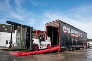 BLACKMORES MACHINERY HAULAGE TURNS TO ANDOVER TRAILERS FOR HEAVY-DUTY FORKLIFT CARRIER