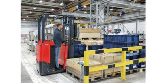 New stand-on truck Linde E10 All-rounder for one ton of payload