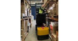 Narrow Aisles new ride-on order picker is a safe choice for e-commerce fulfilment centres