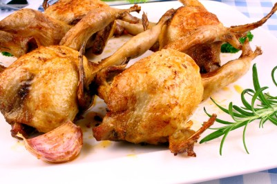 Four fried quail with gravy, rosemary and garlic