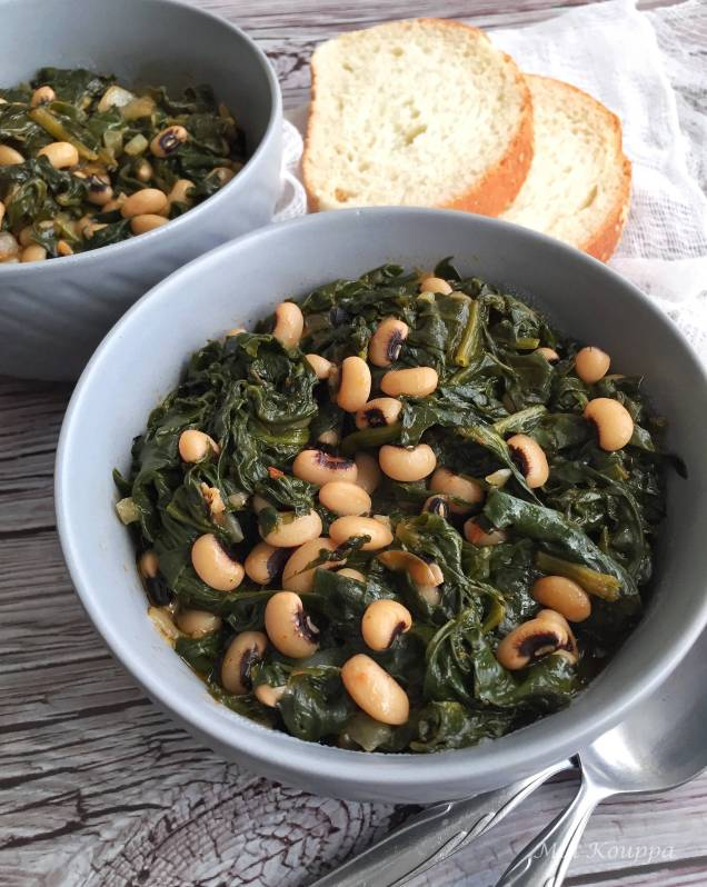Black-eyed peas and spinach (Φασόλια μαυρομάτικα με σπανάκι)