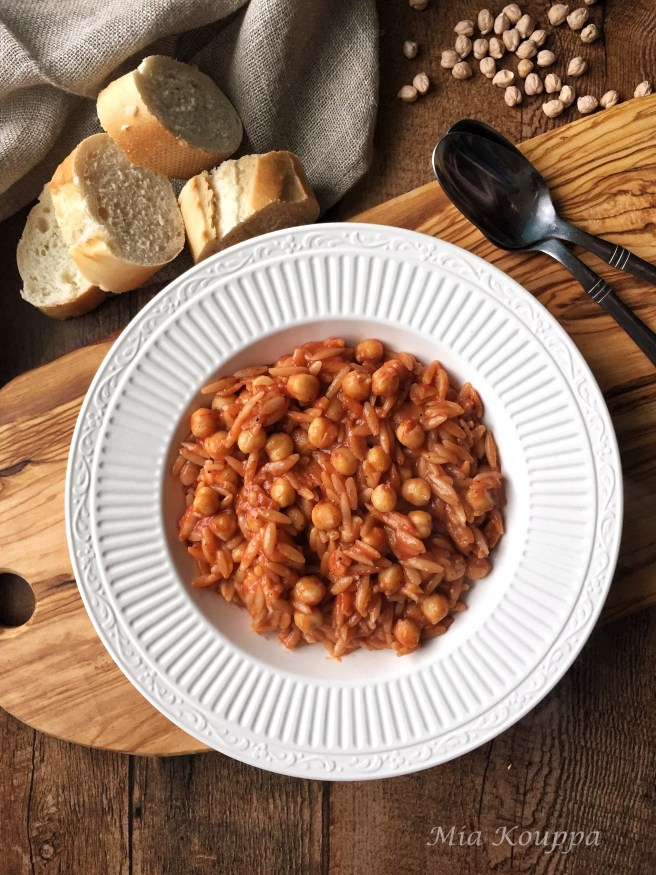 Youvetsi with chickpeas (Γιουβέτσι με ρεβύθια)