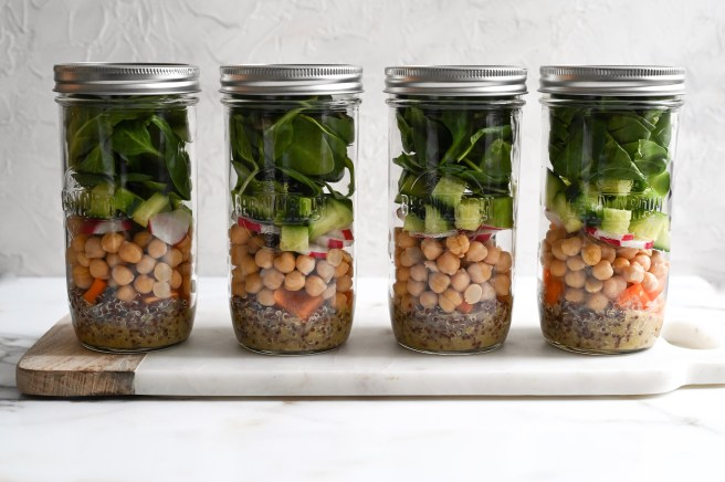 Mason jar salad with quinoa and chickpeas