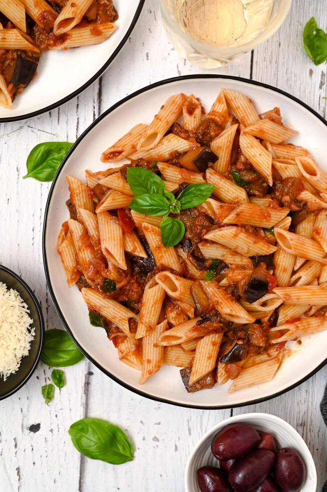 Eggplant tomato sauce with pasta is an easy and nutritious vegan meal!
