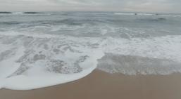 Waves bubbling & foaming.