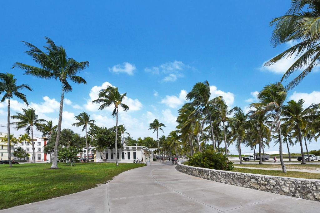 Lummus Park Miami Beach Ocean Drive Condo