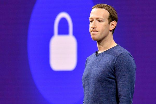 Facebook blames server problems for massive outage