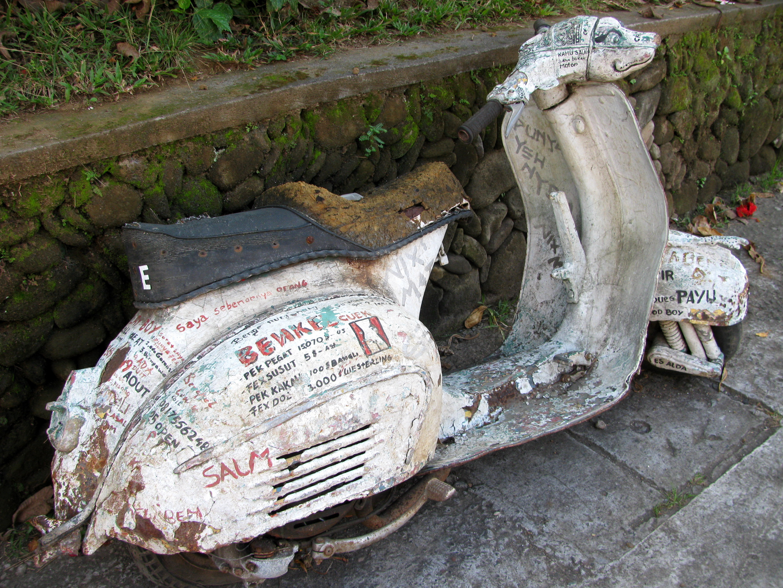 Crazy graffiti scooter, Goutema Street, Ubud, Bali, Indonesia