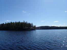 Valoa ja varjoa järvellä