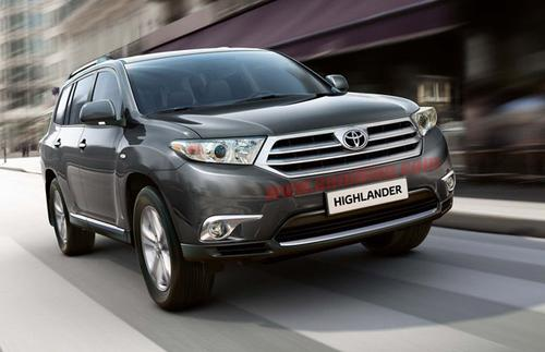 2011-toyota-highlander-small-water