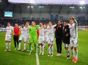Los jugadores del Friburgo celebran el ascenso matemático a las Bundesliga.
