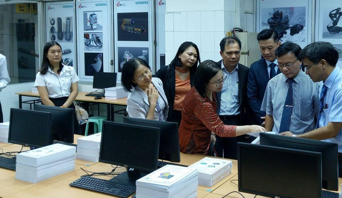 Bà Dương Kiều Hoa (CEO Micad), Giới thiệu với Hiệu trưởng IUH về các Tài Liệu của Micad cung cấp đến nhà trường