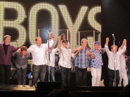 beach-boys-osaka-aug-17-2012-micah-gampel_5045-1024x768