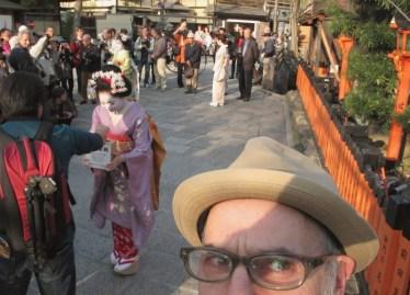 gion-maiko-for-tohoku-micah-gampel-pril-2011-kyoto-3359