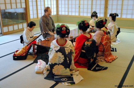 peter-macintosh-geisha-maiko-2007-kyoto-sony-ericsson-event-micah-gampel